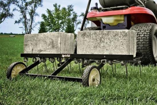 Fotografija izdelka Priključek za vrtni traktor Rahljalec zemlje